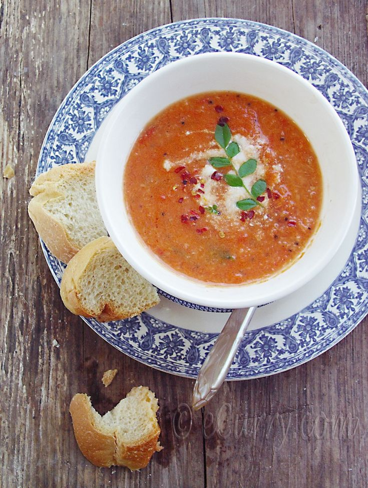 Tomato Coconut Soup #soupTomatoes Coconut, Bags Charms, Soup Soup, Lights Tomatoes, Soup Food To Mak, Coconut Recipe, Nutribullet Soup, Coconut Soup, Tomatoes Soup