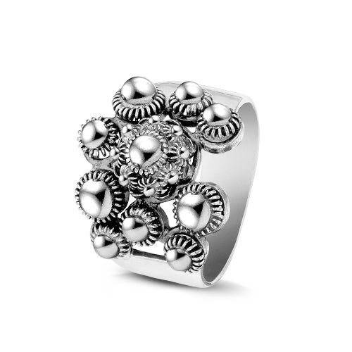 Bijzondere nieuwe soort zeeuwse knop knoop zilveren ring. www.beadle.nl