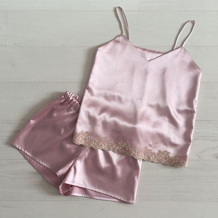 Пижамки из стрейч-атласа с отделкой французским и итальянским кружевом  - 2500 рублей. В наличии розовый, золотистый, фиолетовый и белый атлас. Пошив без примерок, возможные размеры xs-s-m. Доставка в другие города