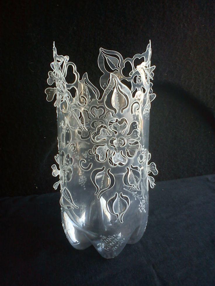 Garrafas PET Decoradas: Novidades. Pop bottle creation would never do it haha but it is interesting isn't it :)