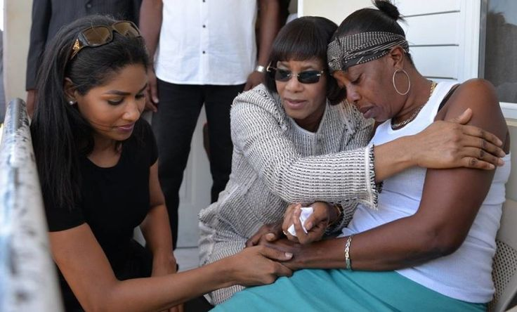 Jamaican Hub – Prime Minister Portia Simpson Miller comforts Ann-Amrie Briscoe, the mother of one of the teenage boys who was killed in Monymusk, Clarendon. Photos via the Jamaica Information Service. >strong> Prime Minister Portia Simpson Miller on Saturday visited the families of the four males who were... #monymuskquadruplemurder #simpsonmillercomfortsfamiliesinmonymuskquadruplemurder