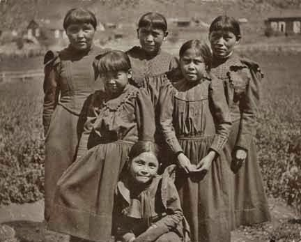 American Indian's History: Historic Apache Indian Girls Photo Gallery-Mescalero Apache schoolgirls. Photo from around 1900