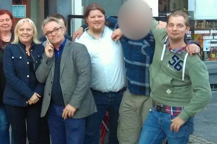 En våldsdömd 26-åring står med ena foten i nationalsocialismen och den andra i Sveriges tredje största parti. 2013 demonstrerade han med nazistiska Svenskarnas parti – tre år senare bjuds han in till Bryssel där han äter middag med Sverigedemokraternas EU-parlamentariker Kristina Winberg och Peter Lundgren.