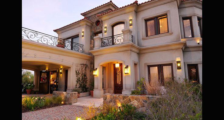 Fernandez borda arquitectura fachadas de casas for Casas modernas clasicas