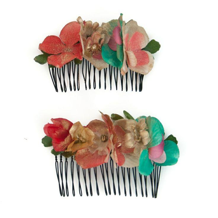 Complementos de flamenco. Pack de dos peinecillos de flores en tonos dorados, verde agua y coral envejecido.