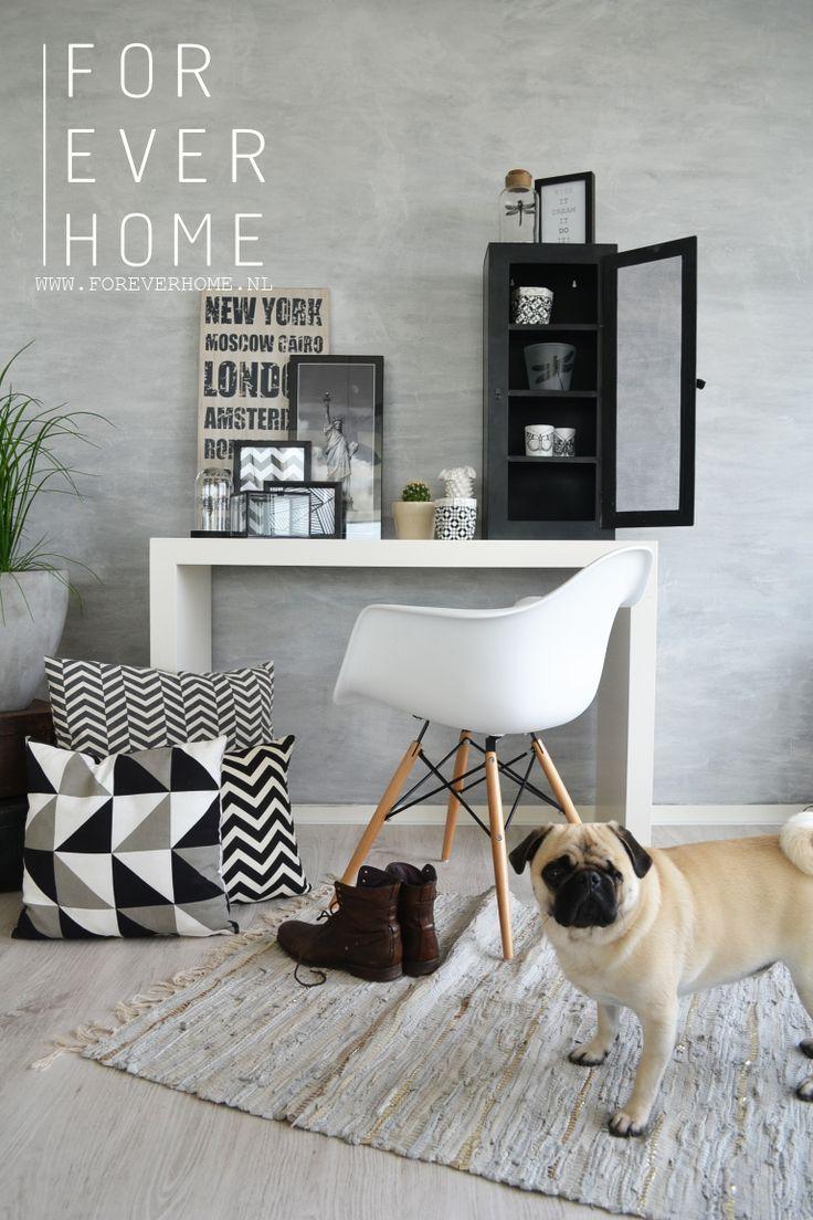 zwart wit interieur trend industrieel wonen interieur trend 2014 metalen kast grafische prints sierkussens www.foreverhome.nl
