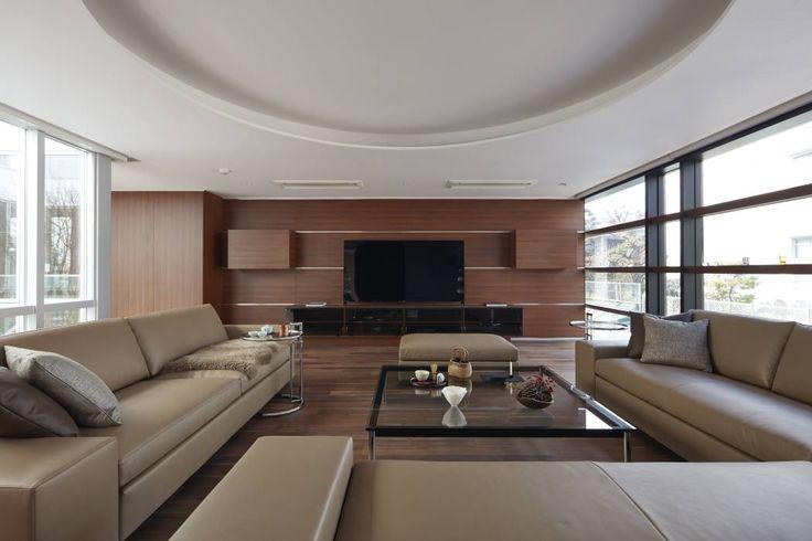 SAKURA SAKURA SAKURA HOUSE: Mアーキテクツ|高級邸宅 豪邸 別荘 LUXURY HOUSES | M-architectsが手掛けたtranslation missing: jp.style.リビング.modernリビングです。