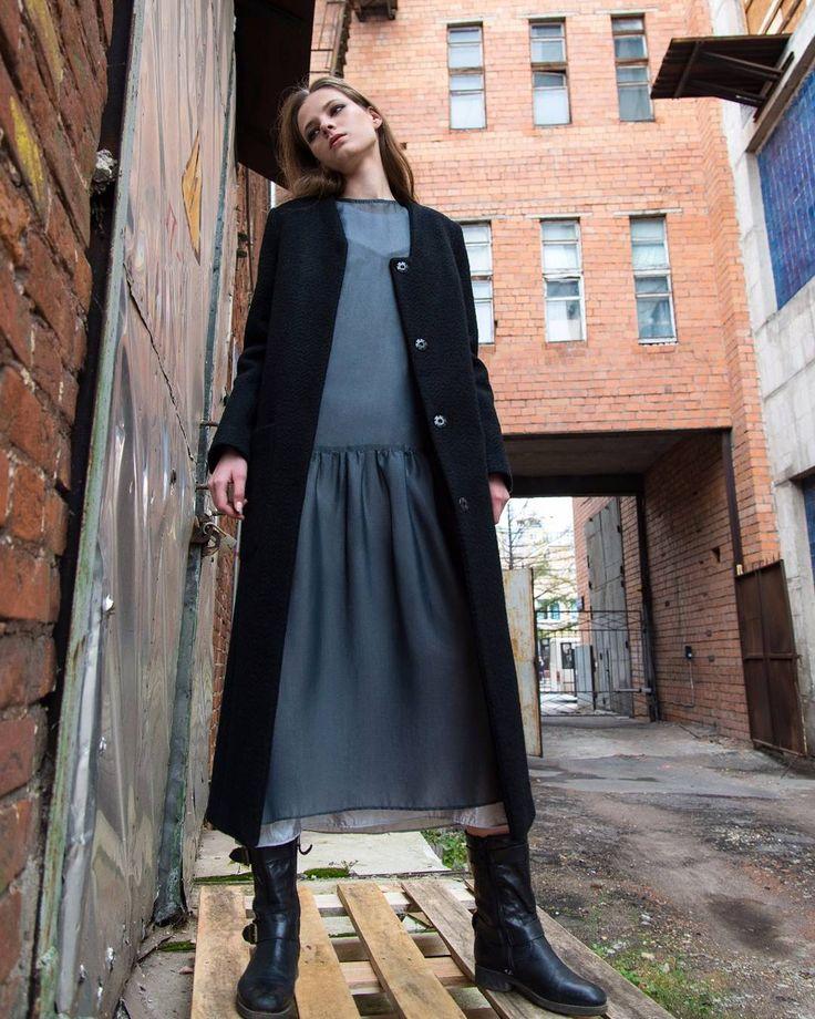 Да, мы нескромные. И готовы оды петь этому платью. Ведь оно удивительное, в равных пропорциях женственное, нарядное, практичное, откровенное, чуть дерзкое, но с ноткой скромности! Сомнений 0. Это платье - базовая вещь гардероба, на все случаи жизни активной девушки.  Примерить можно в нашем ателье-бутике на улице Варварская 32 (Нижний Новгород). ✈ Доставка 1-м классом в любой город России. Оформить заказ вы можете через direct или 📱WA 8-915-955-09-33. #Миклина #yallo_brand