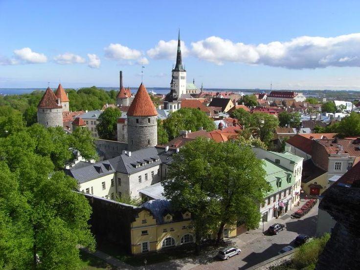 ユーラシア旅行社のバルト三国ツアーで訪れるエストニアの首都タリンにて