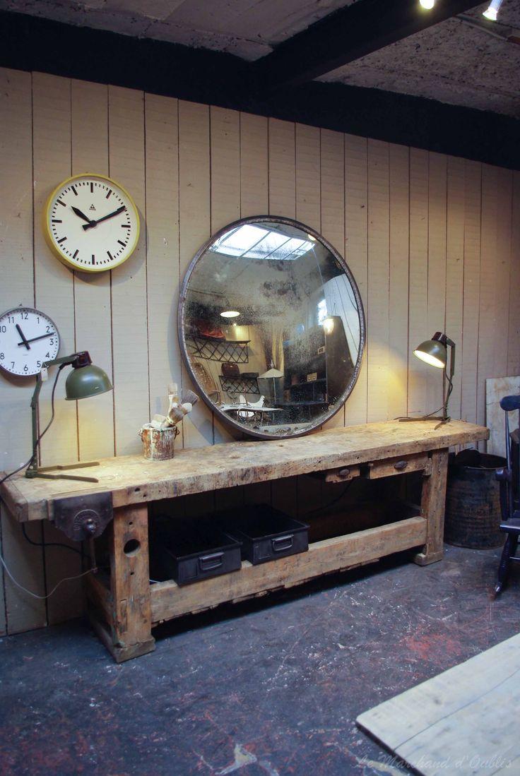 Ancien établi d'usine en bois par le Marchand d'Oublis
