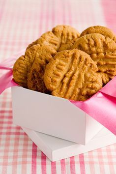 Magical peanut butter cookies (paula dean) just 4 ingredients. Oh Paula Dean, I love you.