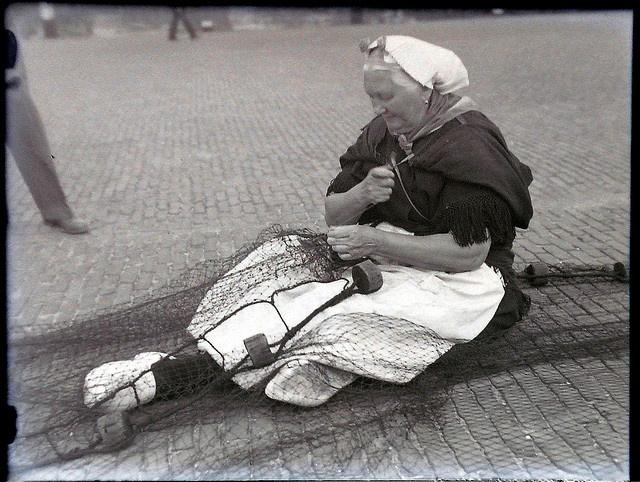 Scheveningen, netten boeten, ca 1950-1955 by Provinciaal Historisch Centrum Zuid-Holland, via Flickr