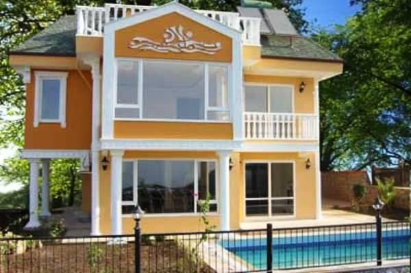 Yellow Detached Villas - There will be six exclusive detached villas all having four bedrooms and four bathrooms and two reception rooms, there is large Jacuzzi in the main bathroom. On this new development has beautiful surroundings and some of the best views of Alanya castle and the Mediterranean Sea. Price: £149,997