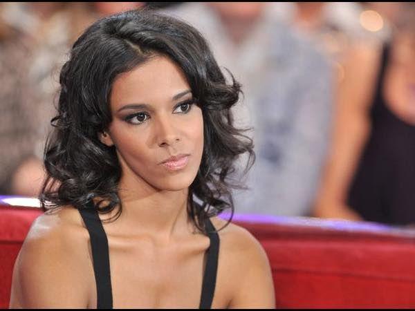Epic Fail : la chanteuse Shy'm se prend pour une star du rock...et chute lourdement - http://kulturebuzz.fr/humour/epic-fail-chanteuse-shym-prend-star-rock-chute-lourdement-1342