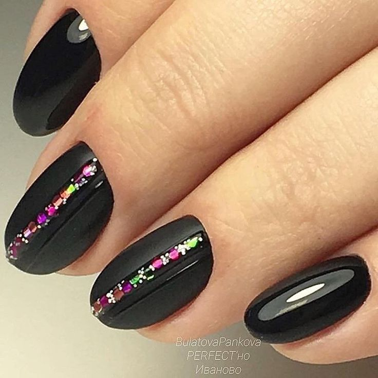 Everyday nails, Fall nail ideas, Hardware nails, Matte black nails, Matte nails with glossy pattern, Nail art stripes, Nails with ornament, New Year nails 2017