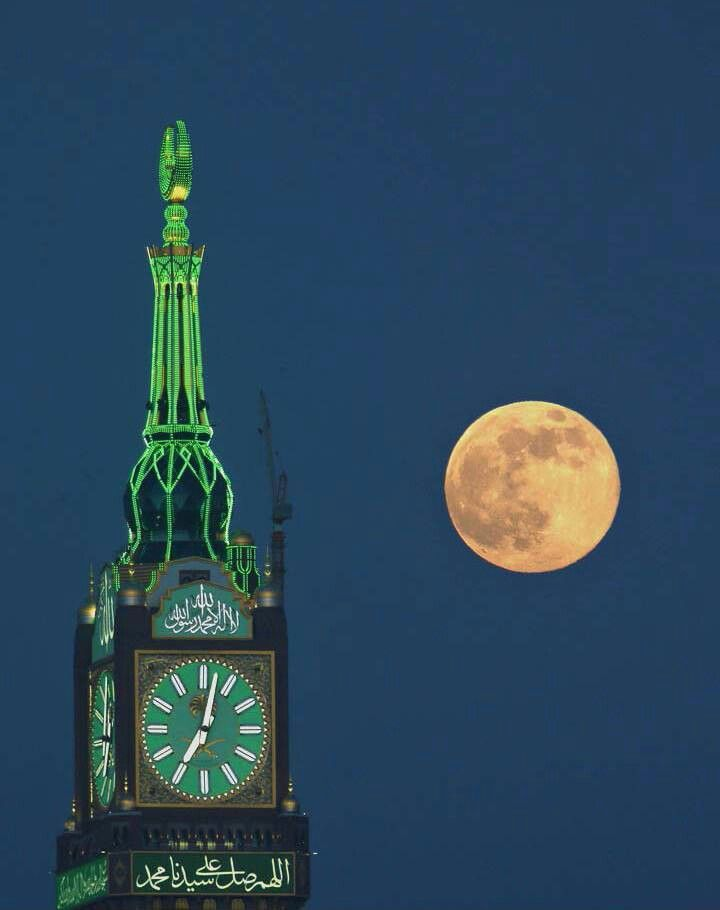 Ramadan Wallpaper Iphone The Full Moon Beside The Clock Tower At Mecca The Moon