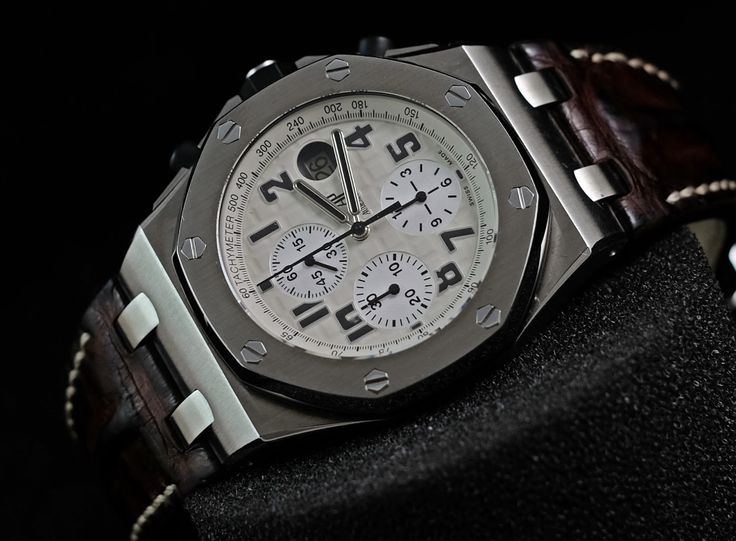 "Audemars Piguet RoyalOakOffshore ""SAFARI"" 'H'  Ref. No. 26170ST.OO.D091CR.01 Movement Automatic Case Material Steel Case Diameter 42 mm Glass Sapphire Glass Serial 'H'  Condition: 95%  (Fullset Box Manual Paper)  WE ARE BASED AT JAKARTA please contact us for any inquiry : whatsapp : +6285723925777 blackberry pin : 2bf5e6b9 #AUDEMARSPIGUET #HOROLOGIE #WATCHFORSALE #FORSALE #LUXURY #LUXURYWATCH #BILLION #MILLION #VVIP #JAKARTA"