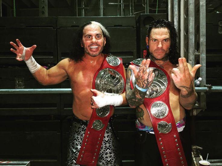 Matt Hardy y Jeff Hardy REGRESAN a WWE tras más de siete años y son los NUEVOS WWE Raw Tag Team Champions en WWE WrestleMania 33 (02/04/2017) / Twitter.com/WWE