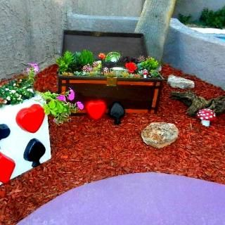 DIY Backyard Makeover : Alice In Wonderland