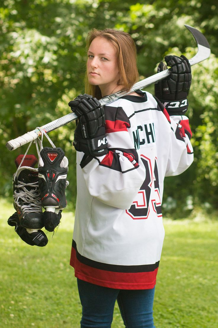 SENIOR PHOTOS | Senior Hockey picture ideas for girls | downtown senior pictures | senior pictures | © from moments to memories photography by sheila skogen