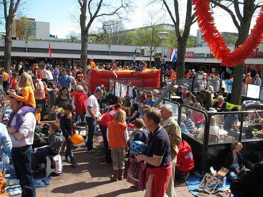 3 Okt -   Boeken - Kunst - Brocante - Antiekmarkt - http://www.wijkmariahoeve.nl/3-okt-boeken-kunst-brocante-antiekmarkt/ - Datum: 3 Oktober 2015 Activiteit: Boeken - Kunst - Brocante - Antiekmarkt Plaats: winkelcentrum Willem RoyaardspleinTijd: 10.00 uur - 17.00 uurAdres: Willem Royaardsplein - 2597 Den Haag BenoordenhoutContact: info@WRoyaardsplein.nlToegang: Gratis In Den Haag bij het winkelcentrum Willem Royaardsplein in de buurt Duinzigt die gelegen is in de