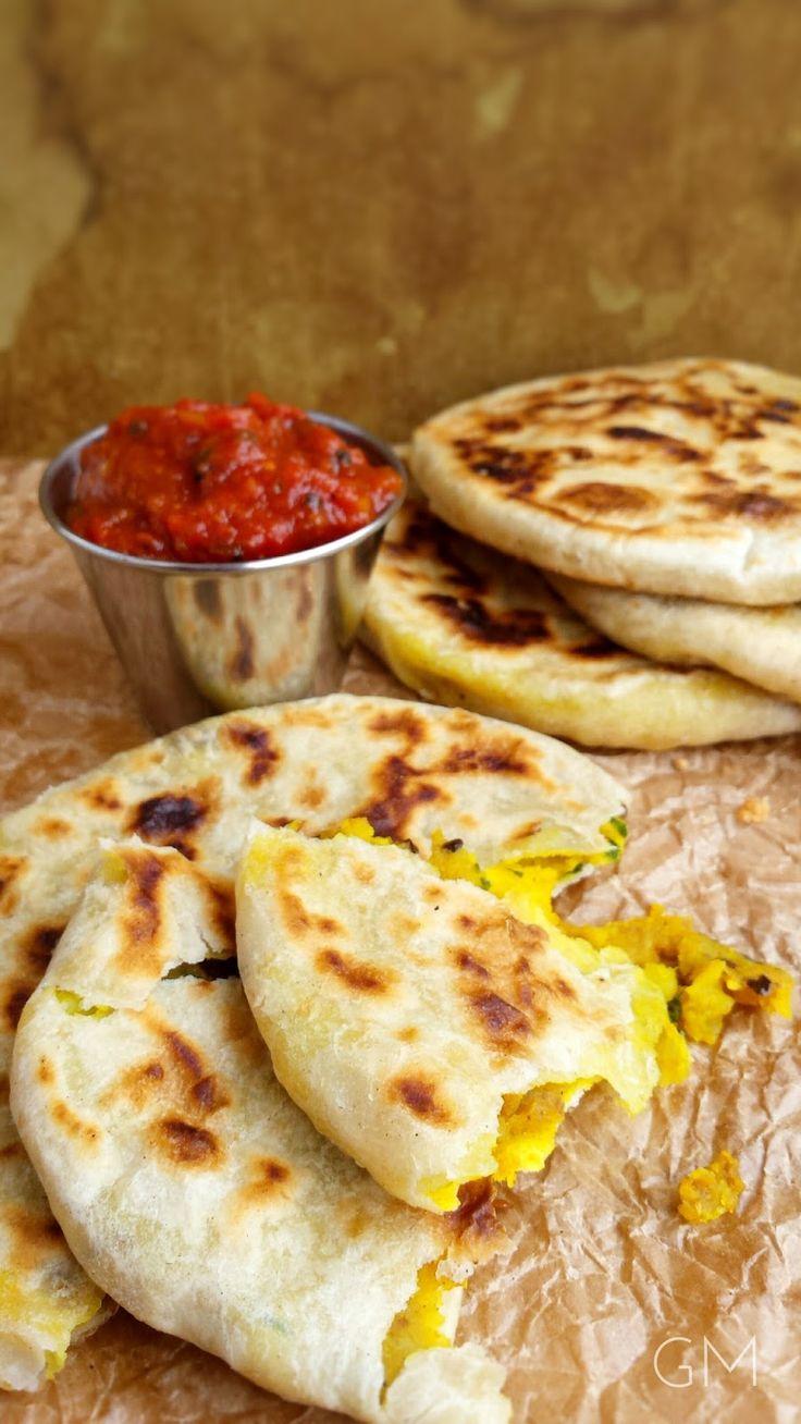 Indické ALOO PARATHA s rajčatovým chutney