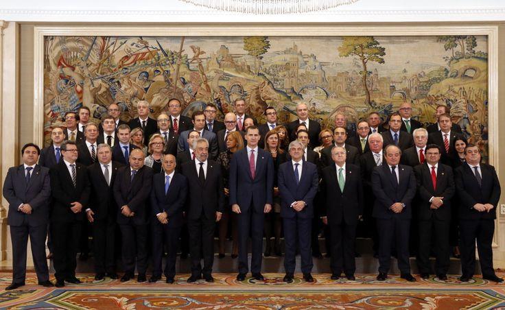 Fotografía de grupo de Su Majestad el Rey Felipe con el Consejo General de Colegios Oficiales de Graduados Sociales de España. Palacio de La Zarzuela. Madrid, 11.02.2016