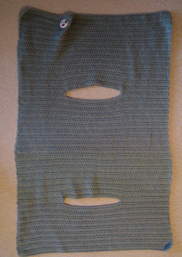 """Instructions for Crochet Wrap Vest Tamaño 4mm (n ° 8) aguja de crochet. 6 bolas de Carnaval Soft 8ply Terminado, expuso plana, envuelva 25.5 """"(65.5cms) de ancho x 35"""" de largo (89.5cms) Hacer 94 cadena, a su vez, saltar 2 cadena (estos son parte de su nueva fila * ) y comenzar su dc de la tercera cadena. Continúe con sus filas hasta que el trabajo mida 12 """"(31cms). Sisa * - CC 30, la cadena 32, dc 30. Continuar sus filas hasta que esta sección mide 15.5 """"(40cms)."""