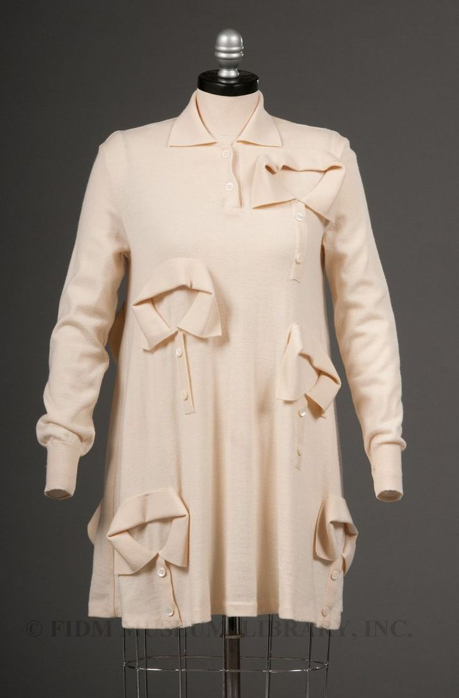 Elsa Schiaparelli – Camisa com varios colarinhos