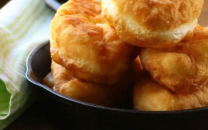 Anadolu'da kolaç, lokma, keçi ayağı, hamur kızartması gibi isimlerle bilinen pişi; ailecek yapılan zengin sabah kahvaltıları için başarılı bir tarif.