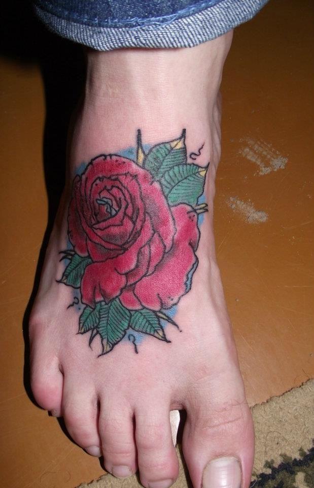 les 25 meilleures id es concernant tatouages de rose la cheville sur pinterest tatouages de. Black Bedroom Furniture Sets. Home Design Ideas