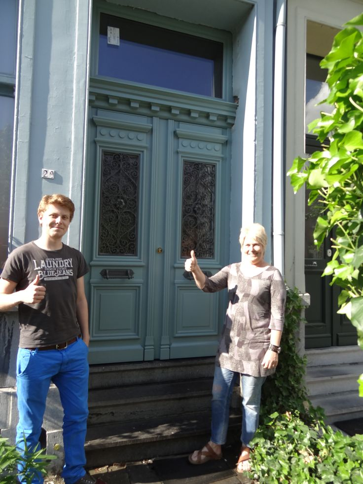 Tevreden klanten met een dubbele voordeur van Atelier Schrauwen.