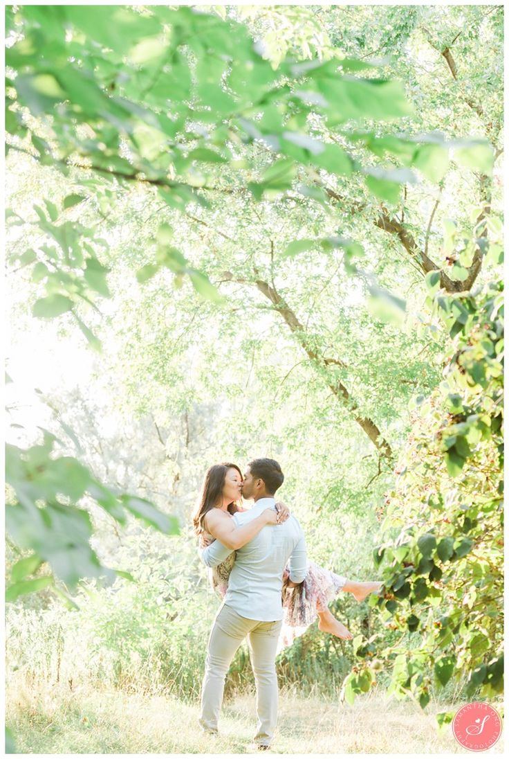 A Romantic and Whimsical Toronto Engagement Photos    © 2016 Samantha Ong Photography www.samanthaongphoto.com #samanthaongphoto #engagementphotography #engagement #torontoengagement