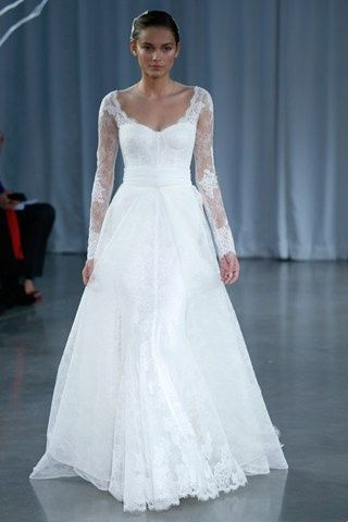 Vestido de #novia con mangas de encaje de Monique Lhullier / Winter #wedding dress with lace sleeves