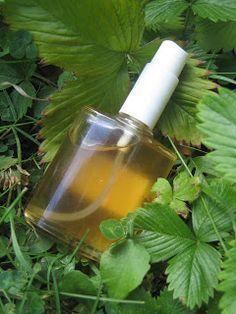 Le désinfectant naturel, remplaçant de l'eau de javel 1 cuillère à café de bicarbonate de soude 20 ml de vinaigre blanc (ou d'alcool) 10 ml d'alcool à 70° et 5 gouttes d'huile essentielle de citron