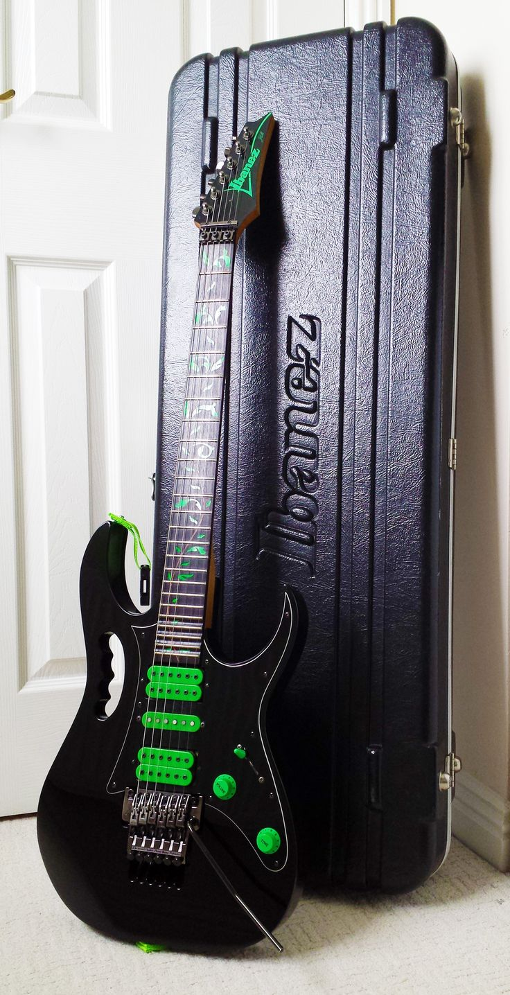 Ibanez Jem 777VBK + Ibanez Case The 6 string version of the Black and Green monster.