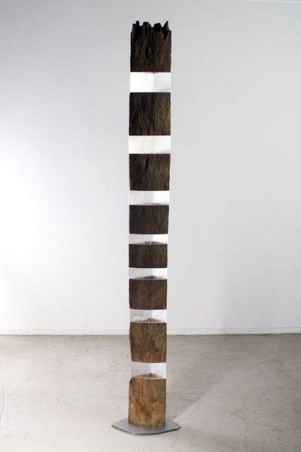Sculptures en bois, pierre et plexiglas par Diederik Storms