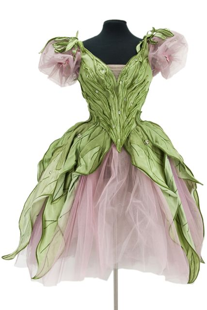 I really want to make a ballet costume like this for a little girl!!! Au fil des fleurs, scène de jardins