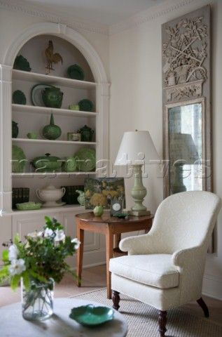JST014_05: Green chinaware in recessed arch with antiqu - Narratives Photo Agency