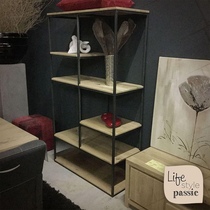 #vakkenkast #interieur #schappen #kast #eiken #hout #staal #lifestyle #lifestylepassie #bookcase #shelves #wood #metal #lifestyle