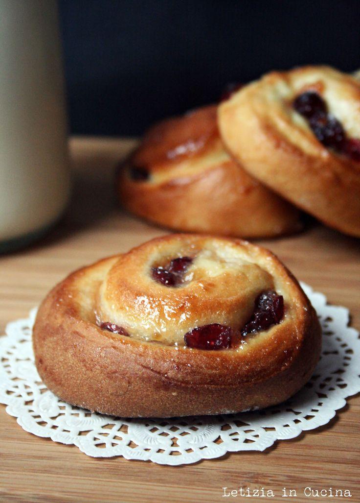 Girelle con marmellata di pere e cranberries a lievitazione naturale