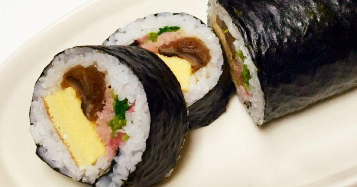 かんぴょう・椎茸・桜でんぶ・卵焼き・三つ葉・紅生姜・ゴマの七種の具入り!彩りがきれいな優しい甘さの太巻です。