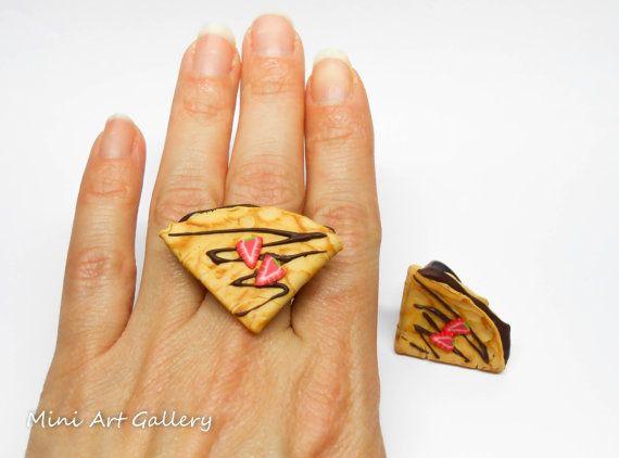 Crepe ring Chocolate strawberries / French pancake / miniature food jewelry / kawaii fake foodie fimo mini food ring / handmade polymer clay.  © Mini Art Gallery