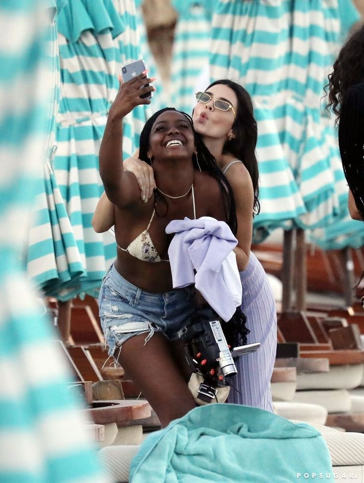 Kendall Jenner Splashes Around Greece With Her Friends Amid Kyle Kuzma Romance Rumors | Kendall jenner bikini, Kendall jenner, Kendall