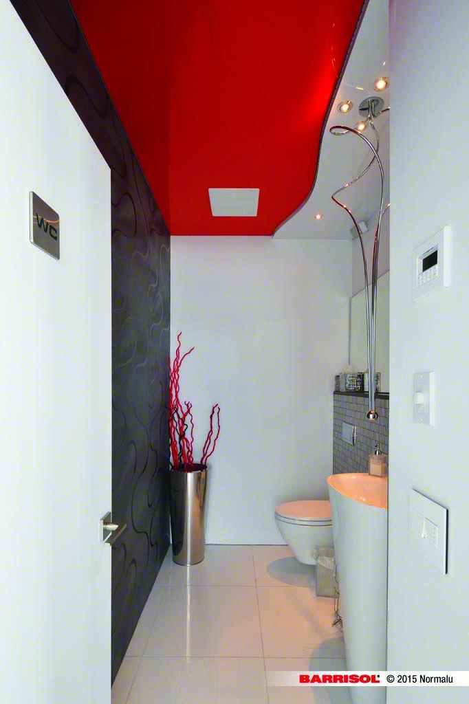 Toile Tendue Laquée Rouge, Salle de bain
