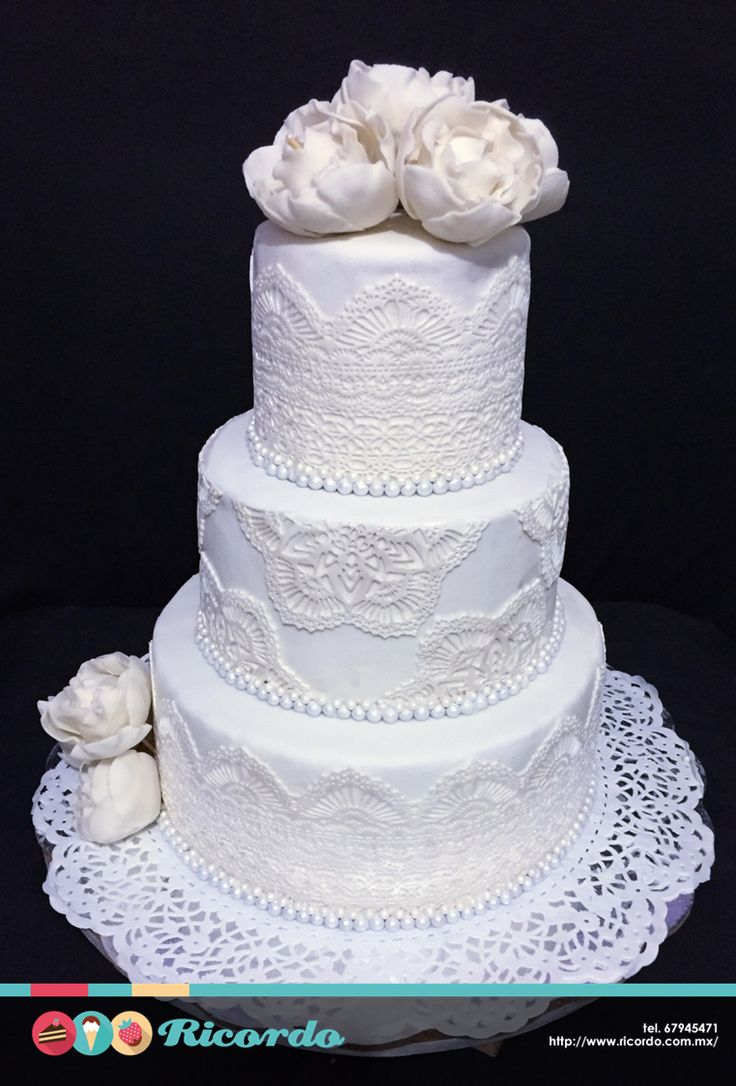 #MiercolesDeGaleria  Hindú  Un elegante pastel de fondant para boda con detalles hindúes.  #pastel #fondant #fondantcake #wedding #weddingcake #pasteldeboda #india