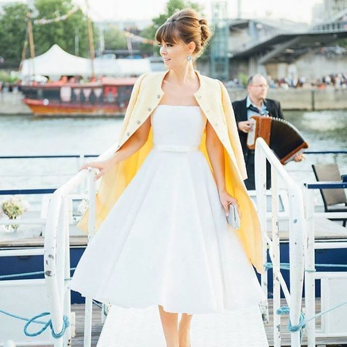 A classic summer wedding dress with 60's hairstyle by Jenny Bernheim from the blog Margo and me