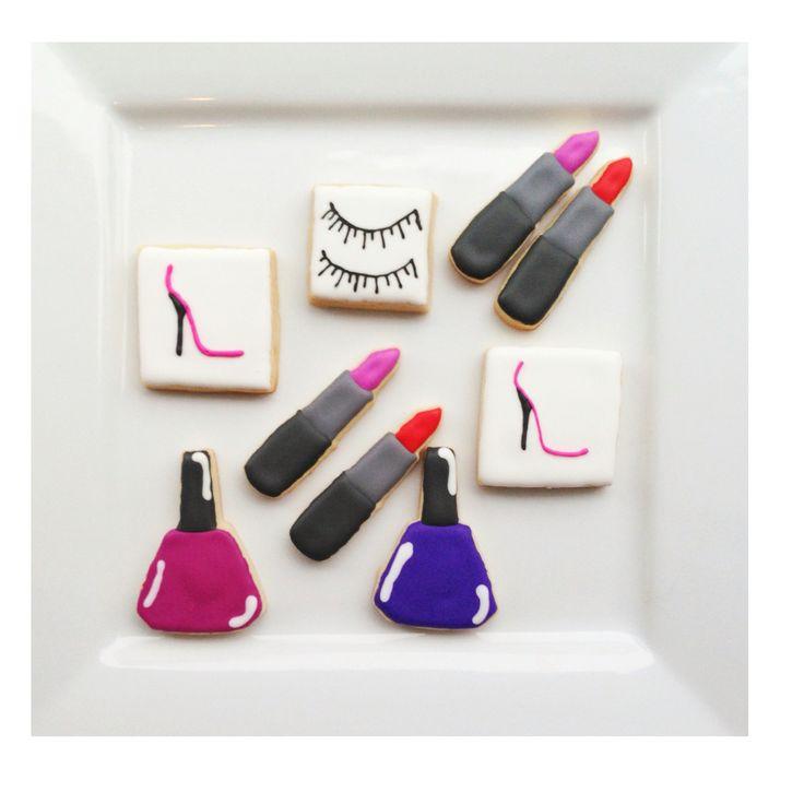 Custom Make Up and Lashes Cookies @sugarlovecookiesdesigns FB sugar love cookie designs