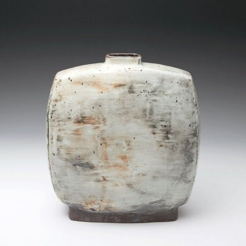 FLAT BOTTLE Lee Kang-hyo  Item Code:   CER-LKH-137-s Nationality:   Korean Date of Work:   2014 Height (cm):   30 Width (cm):   32 Short Description:   Punch'ong 30 x 32 x 16 cm