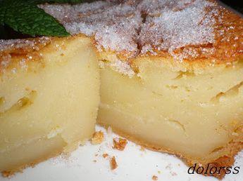 Ingredientes: 1 vaso de azúcar1 vaso de harina2 vasos de leche3 huevos125 gr. de mantequilla derretida.Azúcar y canelaMezclar los huevos con el azúcar y la lech